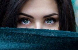 美人女性の瞳