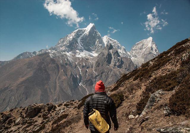 エベレストと登山者
