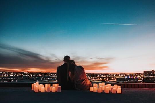 恋人と蝋燭と夜景